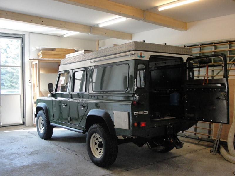land rover defender 110 innenausbau umbau reisefahrzeug expeditionsfahrzeug wohnmobil. Black Bedroom Furniture Sets. Home Design Ideas